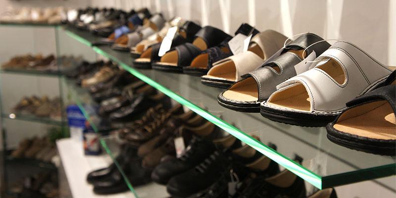 Große Auswahl an Schuhen vieler Qualitätsmark